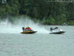 Tunnel Boat Racing